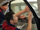 防爆车窗剪裁与张贴